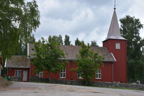 Søndag er det konfirmasjon i Rømskog kirke, med tre konfirmanter. Foto: Trym Helbostad
