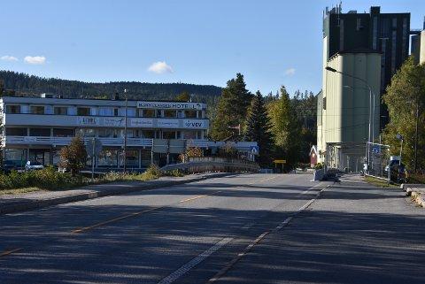 Vedlikeholdsarbeidene på Kjellebrua på Bjørkelangen startet denne uka. Begge foto: Trym Helbostad