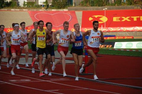 Her bruker Jacob Boutera (i front) så mye krefter at han ikke klarer å svare når tre av løperne bak ham setter inn spurten på oppløpet. Dermed er NM-nedturen et faktum. Foto: Jon Wiik
