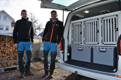 Robert Moen (t.v.) og Thomas Kragtorp har etablert bedrift sammen og innreder blant annet biler. Foto: Trym Helbostad