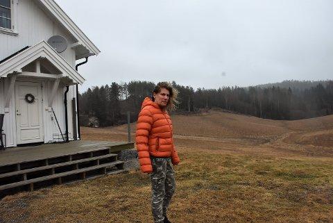Dagfinn Sundsbø i Rovviltnemnda for Oslo, Akershus og Østfold forstår at Bente Ødegaard Fjeld (bildet) reagerer på å ha ulv utenfor hjemmet i Høland. Foto: Trym Helbostad