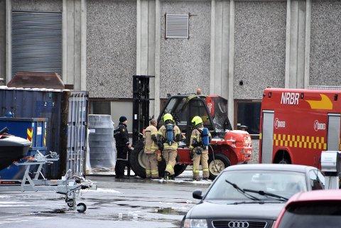 Ansatte ved Cipax fikk slukket brann i en truck mandag ettermiddag. Foto: Trym Helbostad