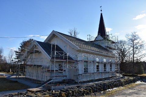 Oppussingen av Setskog kirke er i gang. Foto: Trym Helbostad