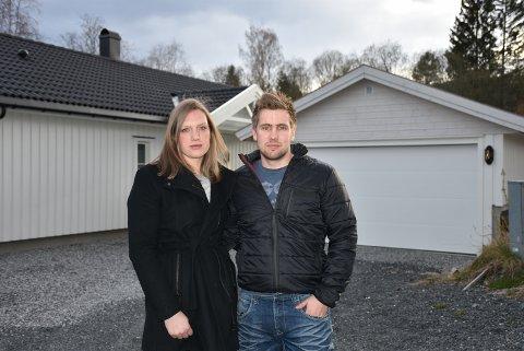 Marte Akselsen og Tommy Merli er fortvilet etter at boligdrømmen på Bjørkelangen har blitt til et mareritt. Foto: Trym Helbostad