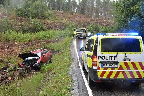 Utforkjøringen onsdag ettermiddag endte i grøfta på fylkesvei 125 i Søndre Høland. Foto: Trym Helbostad