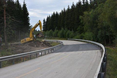 Onsdag ble fylkesvei 170 åpnet for fri ferdsel igjen, etter utbedringsarbeidet ved Eidsdammen. Foto: Trym Helbostad