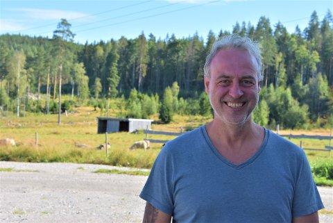 – Det er travle dager og da jeg fikk muligheten til å avgi forhåndsstemme på Joker Rømskog, var valget veldig enkelt, sier Stefan Gundersen. Foto: Trym Helbostad