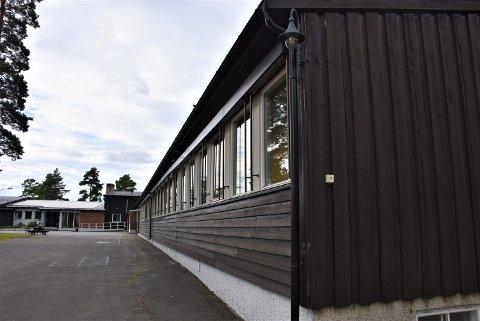 Setskog skole er en av to skoler som foreslås nedlagt av konsulentfirmaet Agenda Kaupang