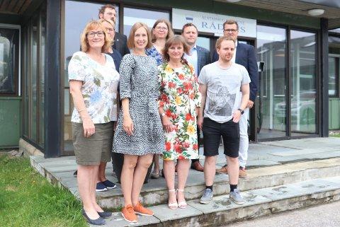 Alstahaug Venstre og Hanne Nora Nilssen hadde invitert utdanningsminister Iselin Nybø, til Sandnessjøen for å diskutere problematikken rundt nedleggingen av høyere utdanningi Nesna.