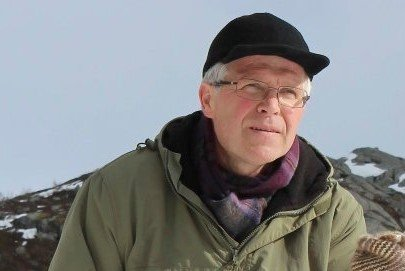 Landbruks- og miljøvernesjef i Alstahaug kommune, Hans Løvmo, synes saken med forlatte oppdrettsanlegg langs kysten er uheldig.