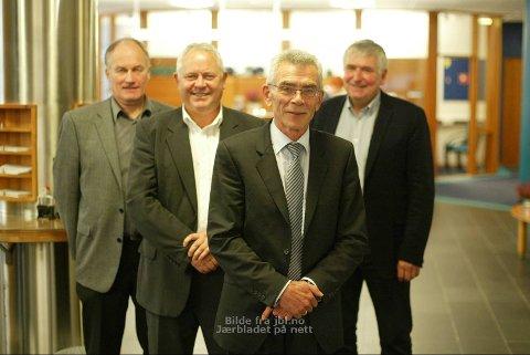 SJEFENE: Arne Gravdal (fremst) blir toppsjef i Jæren Sparebank, Tor Egil Lie (nummer to fra venstre) blir nestkommanderende frem til Gravdal går av med pensjon om to år. Tor Audun Bilstad (bak t.h.) blir styreleder, Jostein Frøyland (bak t.v) blir nestleder.