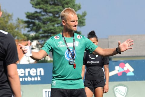 TAR UTFORDRINGEN: Owe Salvesen er midlertidig Klepp-trener ut året. 53-åringen fra Egersund har ett mål: Å berge plassen i Toppserien.