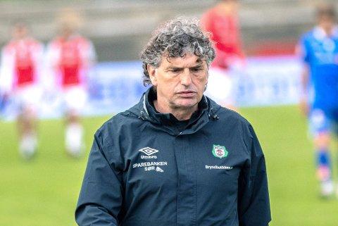 TUNGE TIDER: Trener Jan Halvor Halvorsen gir seg i Bryne FK.