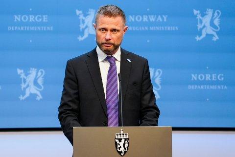 Helse- og omsorgsminister Bent Høie under fredagens pressekonferanse om koronasituasjonen.