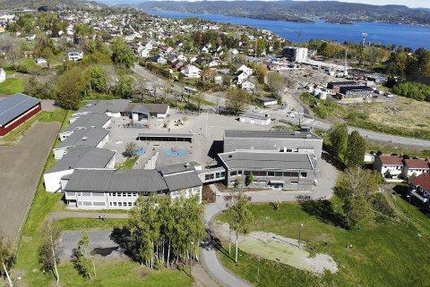 Fullt: Ekeberg skole må fra høsten av ta i bruk spesialundervisningsrom og paviljonger for å få plass til alle elevene. Foto: Ulrikke G. Narvesen