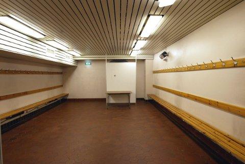 KUN FOR MENN: Under et tilsynet ble det avdekket at kommunen kun hadde garderober med dusj for menn, selv om det også jobber flere kvinner i de aktuelle enhetene. Garderoben på bildet er ikke den aktuelle garderoben.