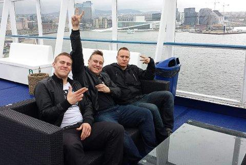 SOLGTE BESTEMORS STOLK: Brødrene Thomas Lissner (31), Thobias Lissner (31) og Jonas Lissner (30) solgte bestemors stol for 50.000 kroner.