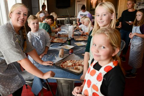 Kursleder Maiken Walle gir gode råd til Jonas, Pernille og Tuva.