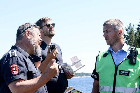 Avdelingsleder Morten Dalen, Nils Martin Holden fra Helitrans og innsatsleder Sondre Dahl vurderer stiasjonen.