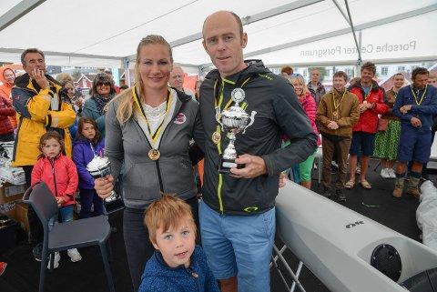 Til topps: Mira Verås Larsen ble beste kvinne, mannen Eirik Verås Larsen tok en suveren seier totalt.