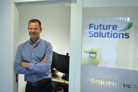 Det var mange som søkte jobb i Future Solutions, då dei etablerte seg i Kvinnherad. Steinar Iversen var den heldige som fekk jobben. (Foto: Jonn Karl Sætre).
