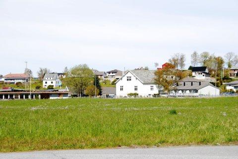 På dette området, midt i Uskedalen sentrum, planlegg Uskedalen eigedom ni nye bustadar.