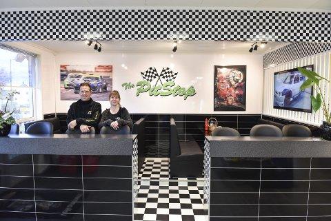 Bilstil i «dineren»: Ronny Teigen og Ingunn Eikeland har lagt om stilen og kan no by på ein amerikansk-inspirert pitstop på Reset, både med omsyn til interiør og meny.