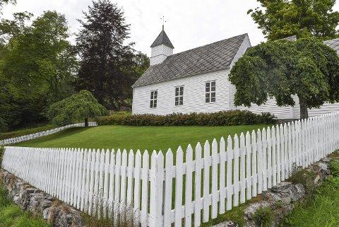 IDYLL: Fjelberg kyrkje på Fjelbergøy høyrer til Fjelberg og Eid sokn.arkivfoto