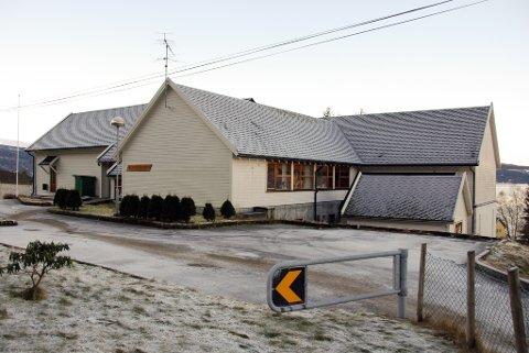 Skulehuset på Løfallstrand. (Arkivfoto).