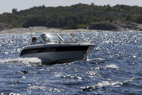 Regjeringa vil stille krav til førar av fritidsbåtar som går over 50 knop.