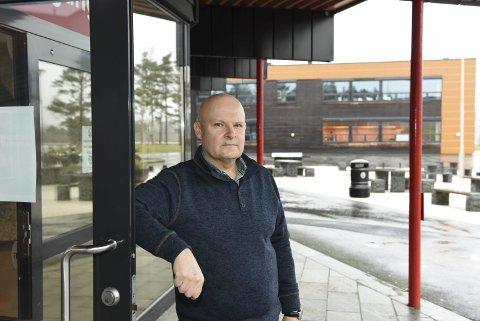Mange tiltak: Rektor ved KVV, Audun Bjelland, fortel at skulen har sett mange smittereduserande tiltak i sving.
