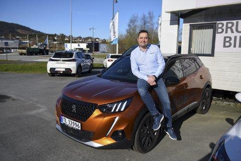 Håvard Solheim, Fylkesnes Bil Husnes, opplever at koronakrisa er tøffare for bilbransjen i byane, enn ute i distrikta.