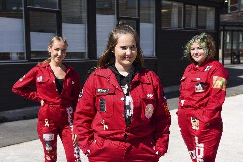 Tre av åtte medlemer i vandrerussegruppa Meraki. Frå venstre Hedda Pedersen, Vilde Hveem og Natalia Ludwig.