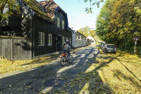 KAN SØKE: Hyttegata er et sted i Kongsberg med flere verneverdige bygg. Nå kan man søke om støtte til istandsetting av slike bygg og anlegg.