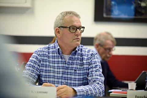 John-Egil Kvamsøe, ansatterepresentant i Vestre Viken-styret, var en av fire smo takket de to legene for brevet. De skal se nærmere på innholdet i 2017.