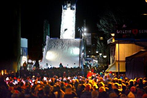 Kongsberg vinterfestival superhopp på Nybrua folkefest FOTO: JAN STORFOSSEN