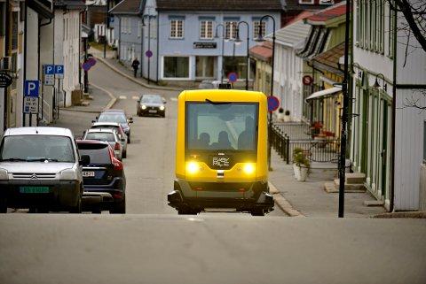 En førerløs buss er et eksempel på et automont system. Testkjøringen i Kongsberg settes i gang i september 2018.