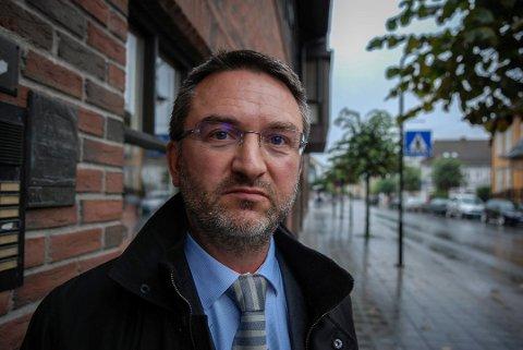 FORSVARER: Fredrik Neumann forsvarer eleven som skal ha kommet med trusler om skoleskyting.