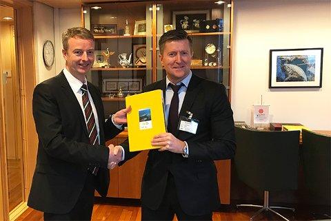 Olje- og energiminister Terje Søviknes (t.v.)og VNG-sjef Atle Sonesen