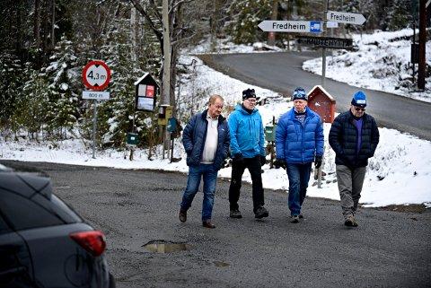 KRITISKE: Knutefjell-veteranenen reager sterk på forslaget om bompenger på Knuteveien. Fra venstre: Bjørn Antonsen, Tor Olaf Andersen, Gunnar Aasen og Håkon Mørkved.