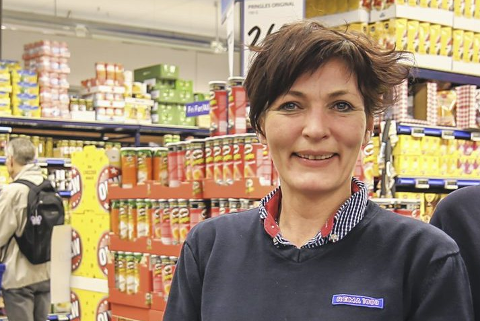 OPPTUR: Kjøpmann Aina Kleven i Rema 1000 i Dyrmyrgata har lagt bak seg et år med økonomisk framgang.
