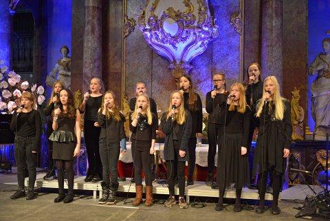 ODE TIL GLOGER: Vakker sang og musikk med elever fra Kongsberg kulturskole.
