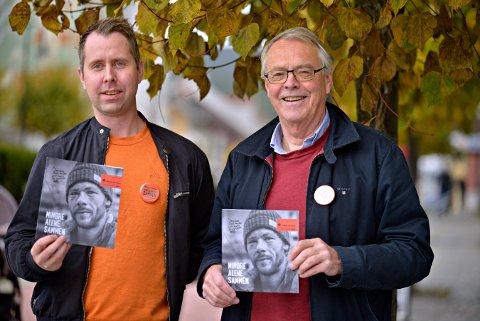 TRENGER FLERE MED PÅ LAGET: Kenneth Halland (t.v.) ifra kommunen og aksjonsleder Kjell Gunnar Hoff oppfordrer flere til å bli med som bøssebærere 21, oktober.