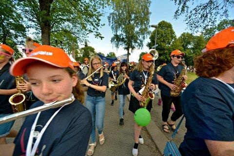PARADEN: Ungdom som spiller i jazzparaden er en tradisjon. I år blir det intet unntak.