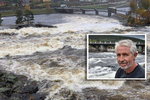Per Bjørn Hardangen i Kongsberg Energiselskap sier det er normal vannføring i Lågen, selv om det har kommet mye vann de siste dagene.