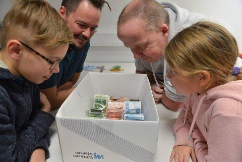 De har orden i pengebunkene. Fra venstre: Gustav Hoaas, Kristian Hoaas, Terje Hansen og Emilie Askeland.