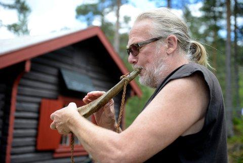 MUSIKER: Toivo Skogheim holder konsert hos Øystein B. Mobråten søndg 3. november.