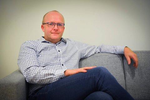 LEGGER FRAM BUDSJETTET: Anders Næss (Kbl) forteller at budsjettet straks er klart fra flertallspartiene i Kongsberg. Han forteller om en moderat linje for 2021.