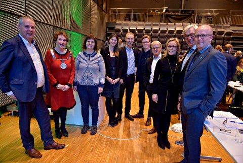 KONGSBERG FORMANNSKAP: Fra venstre: Ingar Storholt (Ap), Kari Anne Sand (Sp), Elisatbeth Baklia (Kbl), Vilde Håvardsrud (MDG), Per Fossen Hals (Sp), Even A. Røed (Ap), Just Salvesen (Sp), Lie Spiten (H), Helge Evju (H) og Anders Næss (Kbl)