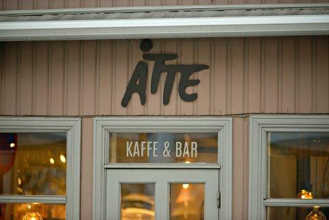 HEDER OG ÆRE: Dette spisestedet får skiltdiplom for god og lettfattelig skiltbruk i et verneverdig bygningsmiljø.